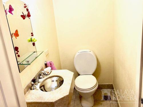 venta de departamento tipo casa, 4 ambientes, florida. con cochera y jardín.