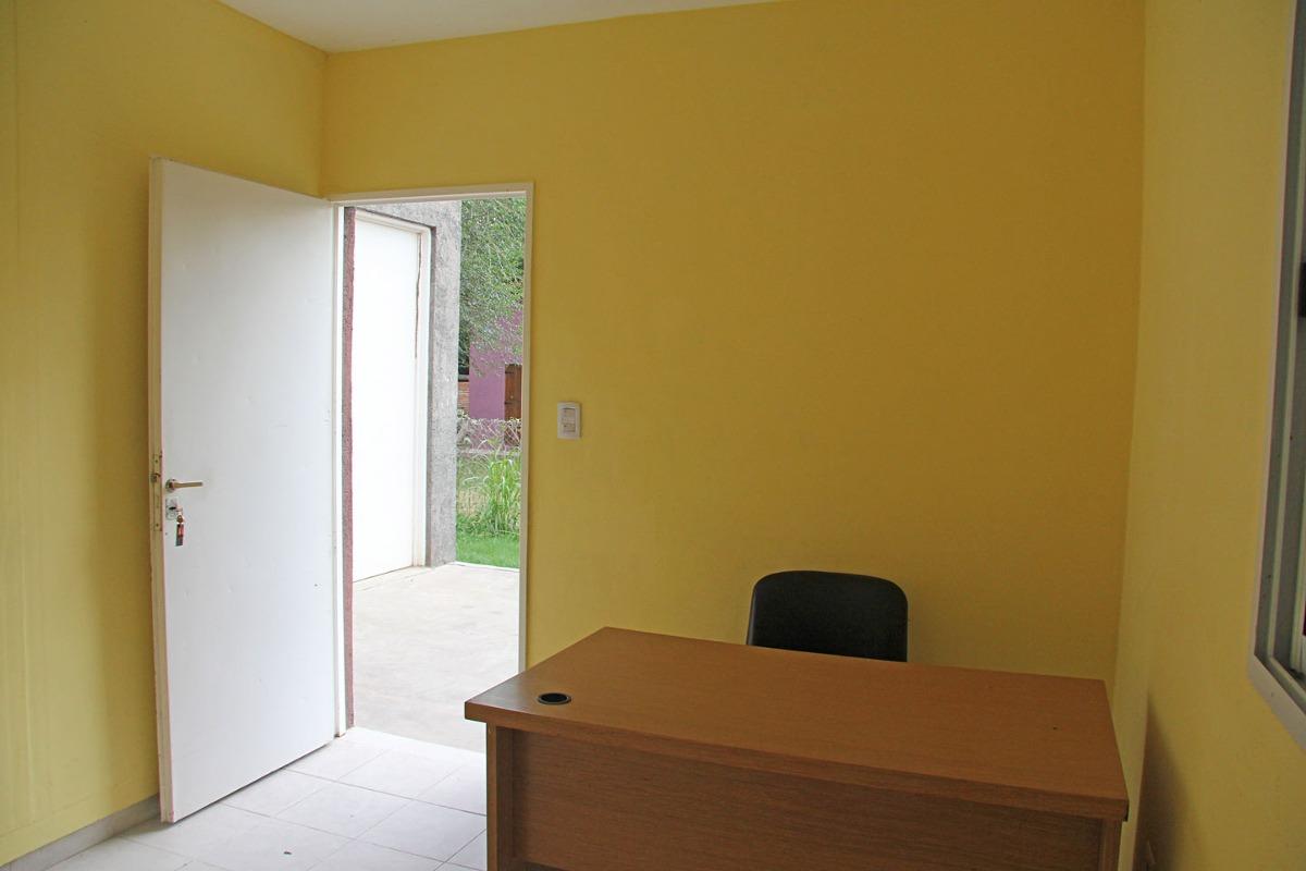 venta de deposito y oficina en carpinteria comercial centric