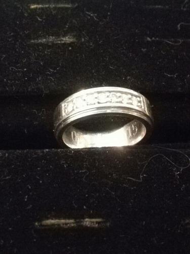 venta de dos anillos en oro blanco de 18k con engaste de dia