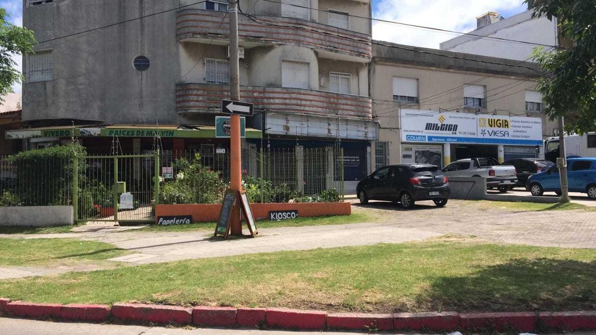 venta de dos  locales comerciales en malvin