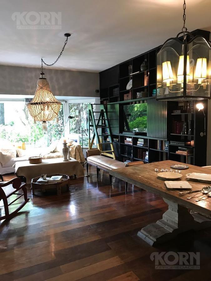 venta de espectacular  casa con pileta en  cañitas con cochera