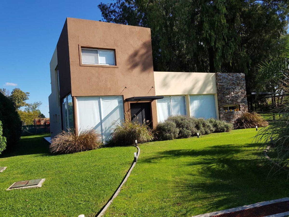 venta de excelente casa en barrio la candida