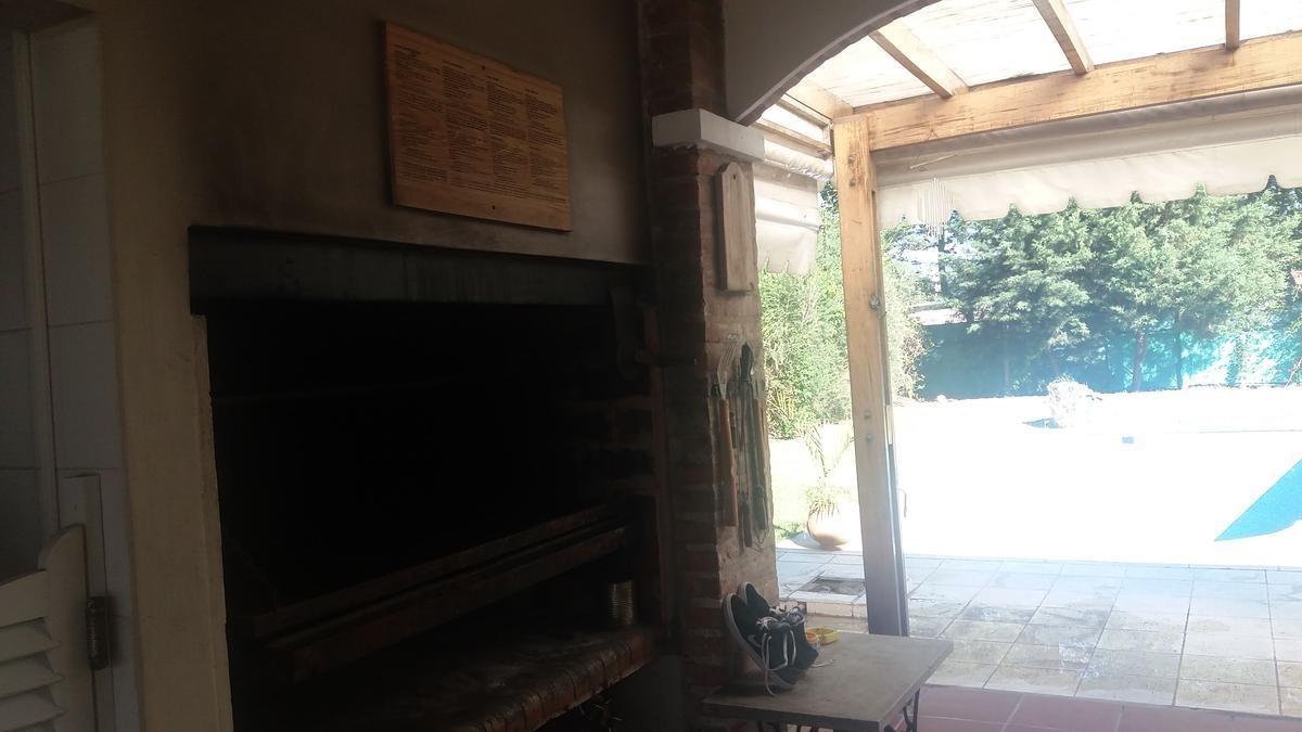 venta de excelente casa en campos de alvarez.