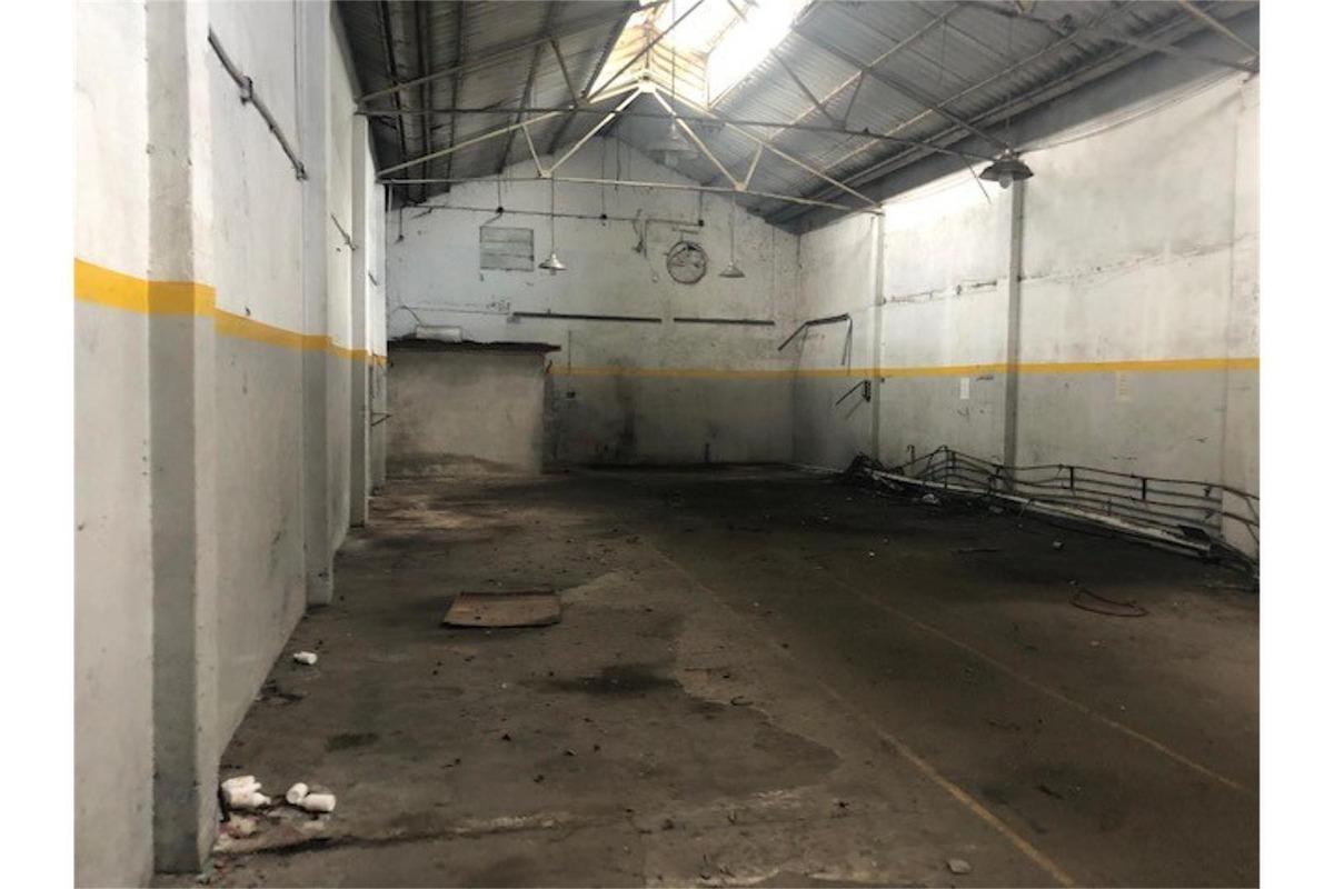 venta de galpon de 242 m2 en zona industrial