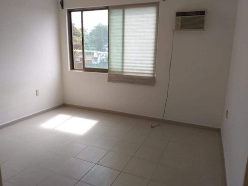 venta de hermosa casa en condominio en chulavista