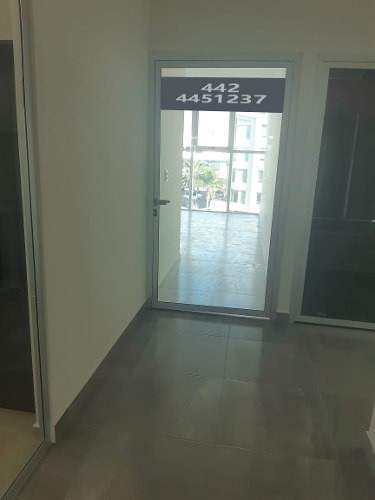 venta de hermosa oficina en milenio iii, elevadores, sala de juntas, gym, lujo