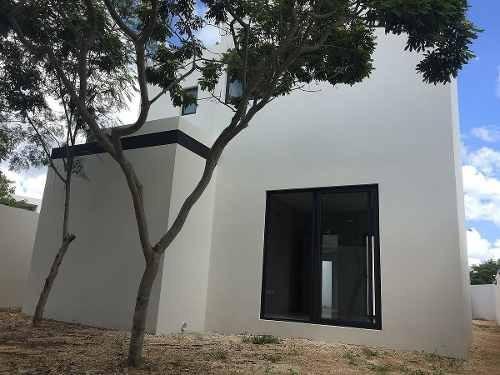 venta de hermosa y moderna casa de esquina en altabrisa, mérida.