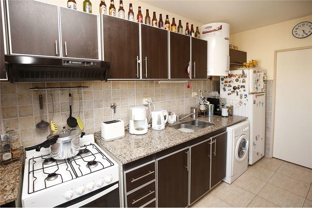 venta de hermoso y amplio 3 ambientes en caseros.