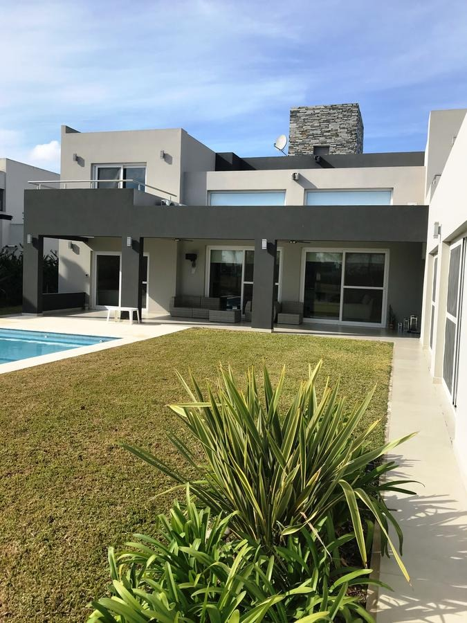 venta de importante casa minimalista de 480 mts en terravista