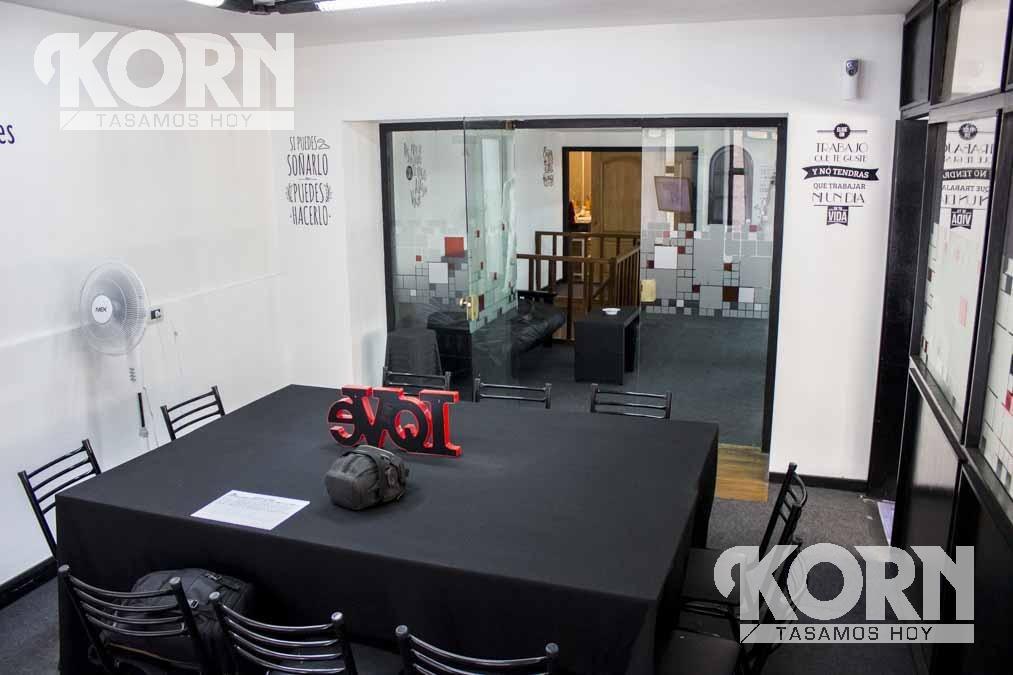 venta de importante   oficina con entrada independiente en microcentro a metros de calle  florida