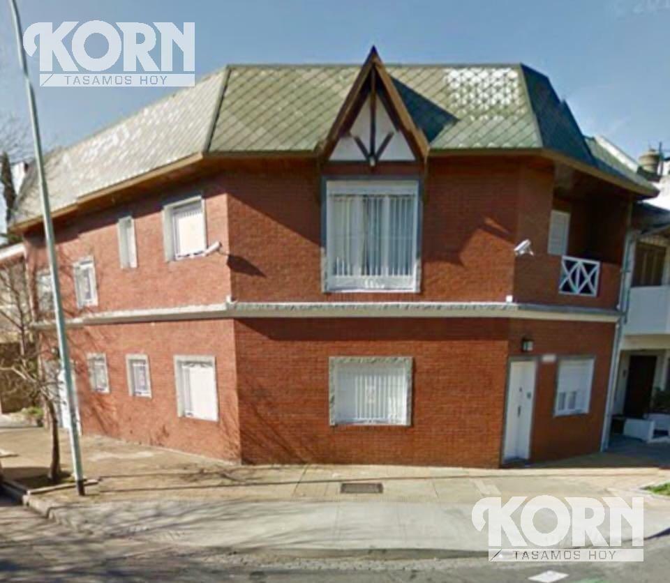 venta de lindisima  casa de 5 ambientes, en dos plantas con ascensor  en villa urquiza.