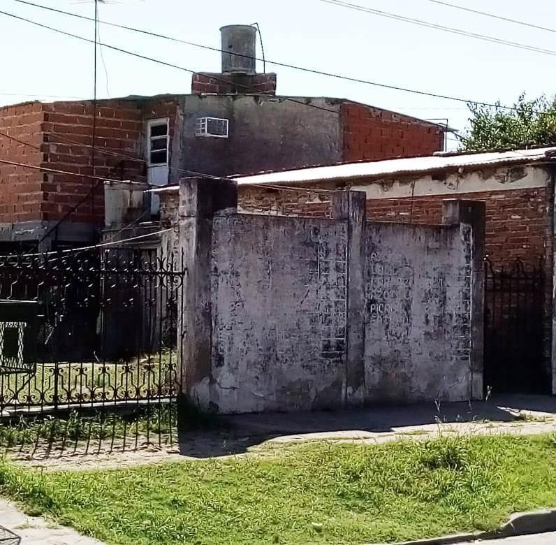 venta de lote con locales y deposito en villa tesei