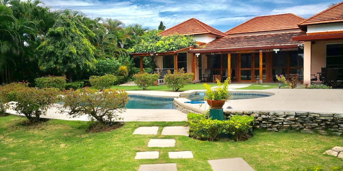 venta de lujosa casa en decameron con piscina