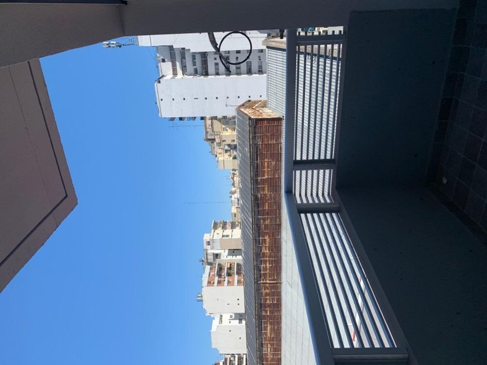 venta de monoambiente en caballito con balcon luminoso