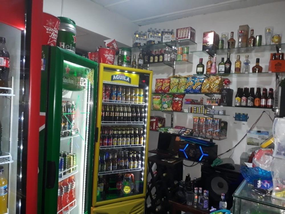 venta de negocio licorera  av 33