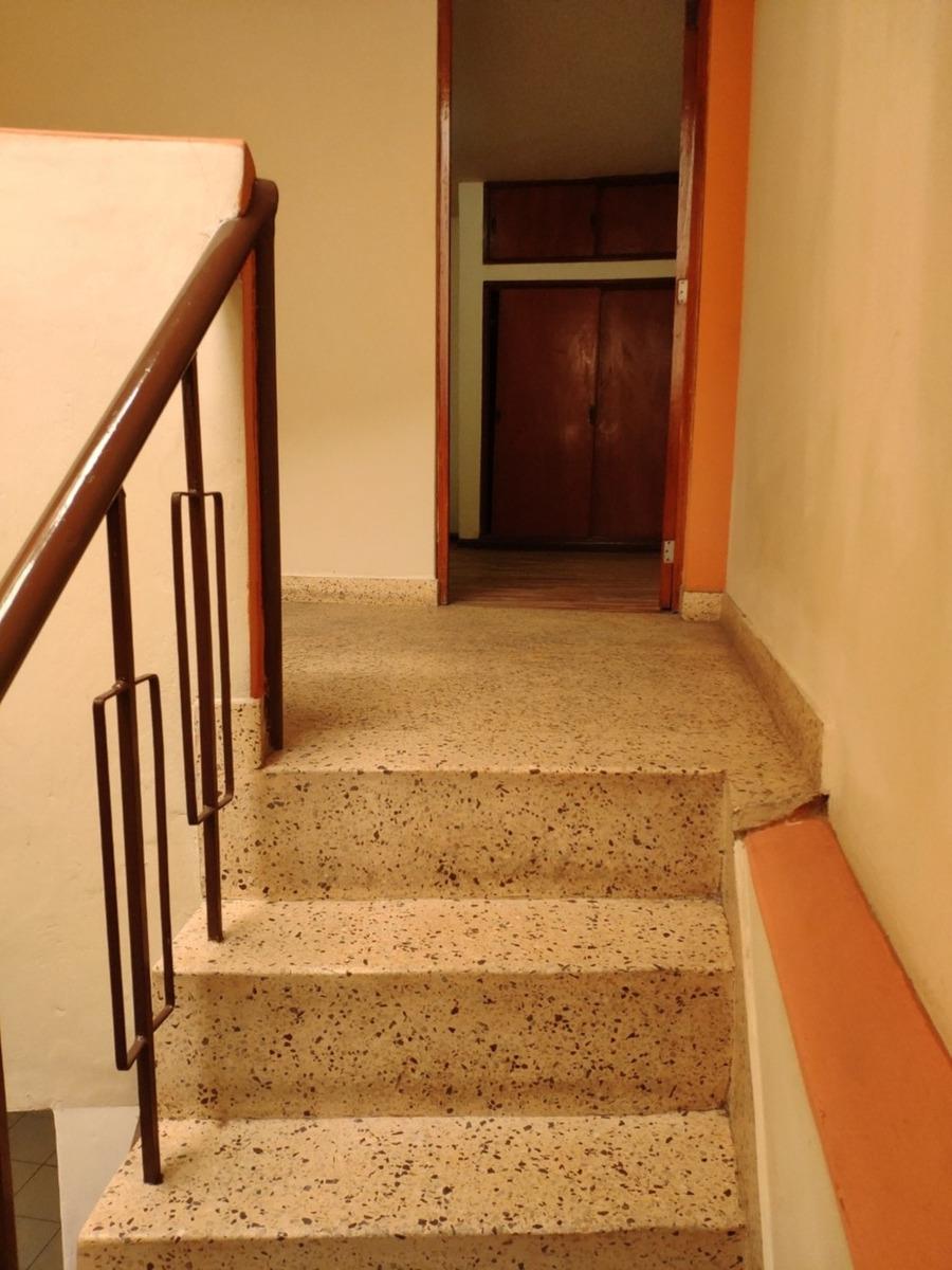 venta de ocasión por viaje (casa de 3 pisos)