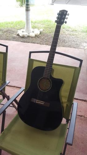 venta de pedales de guitarra, amplificador y guitarra.
