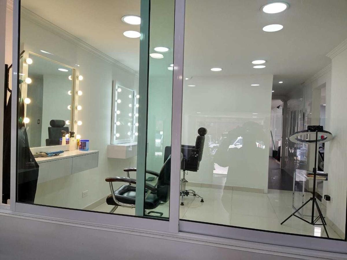 venta de peluquería o sala de belleza equipado.