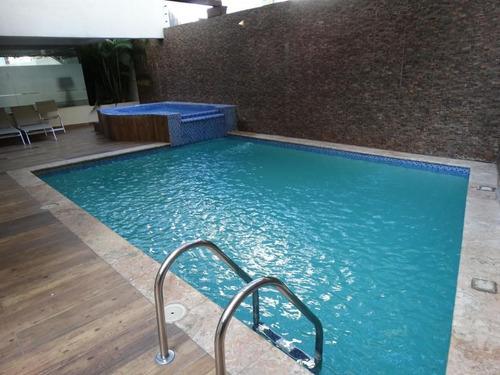 venta de penthouse 2niveles 4hab en naco area social c/piscina y gym