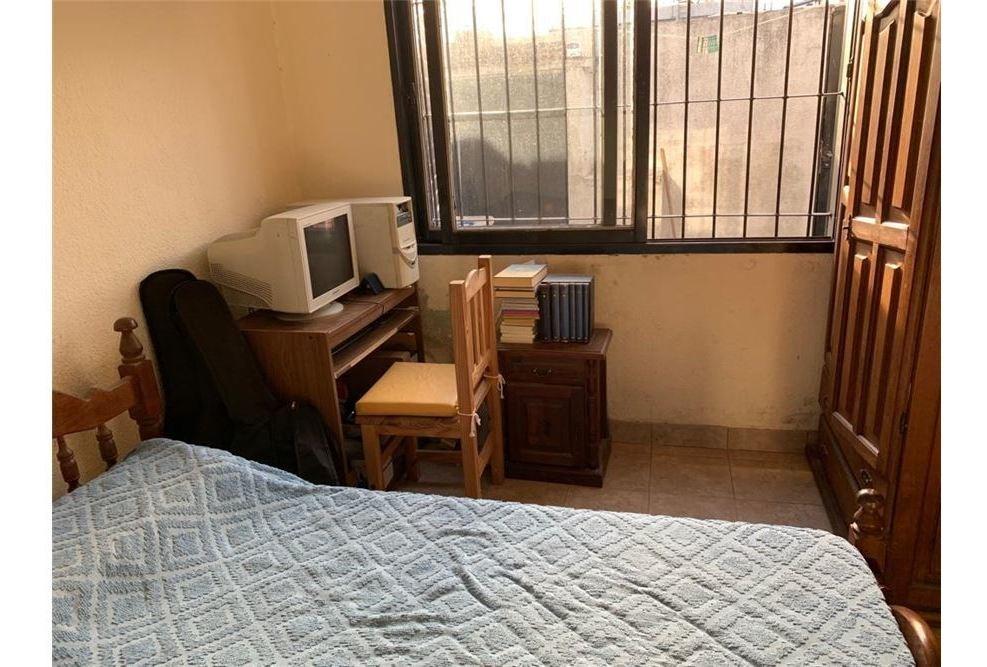 venta de ph de 1 dormitorio, patio y lavadero.