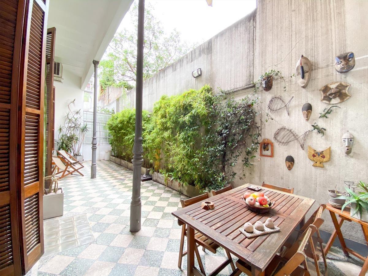venta de ph en almagro de diseño con terraza patio y muy luminoso
