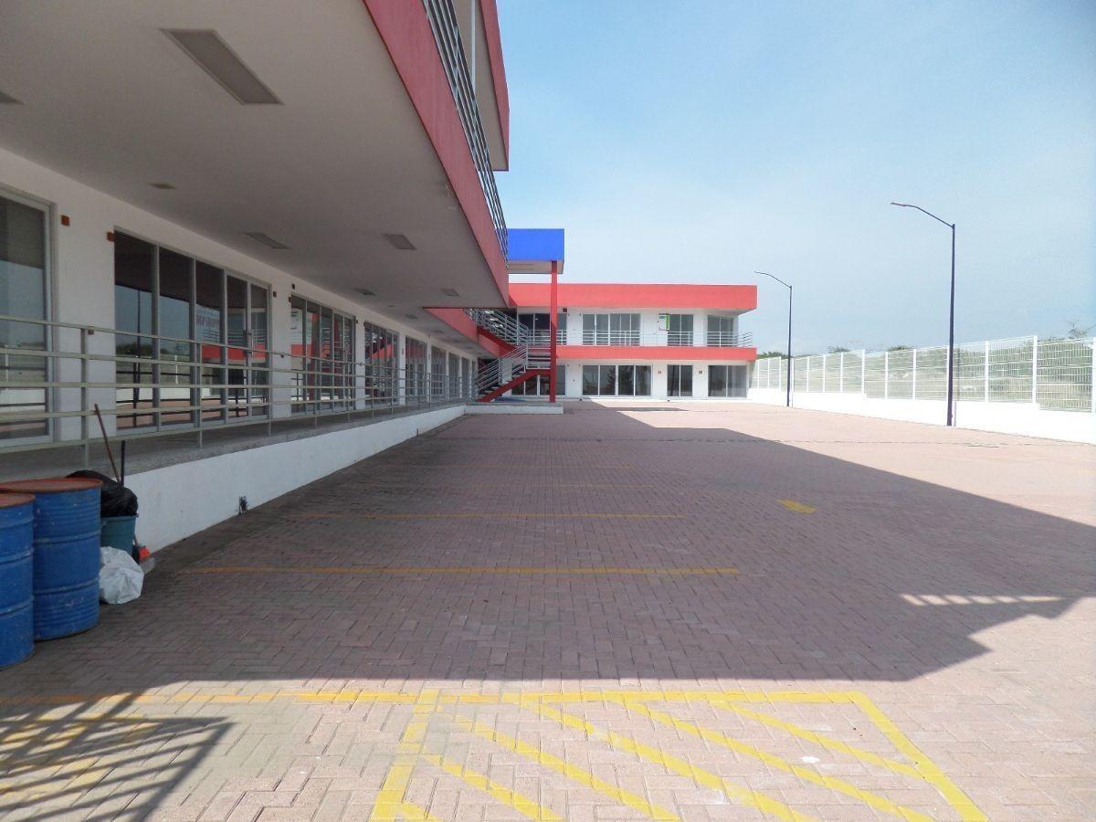 venta de plaza comercial / escuela