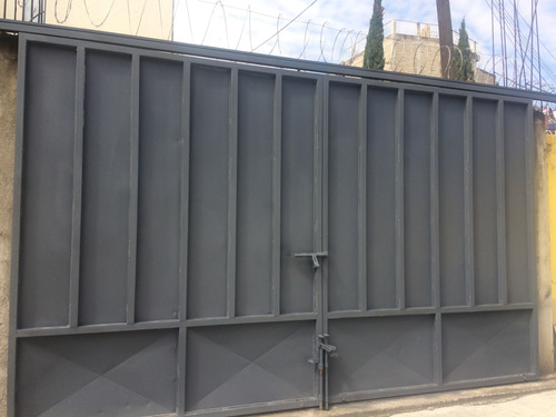 venta de portón, ideal para casa o fabrica. medidas 5 x 3