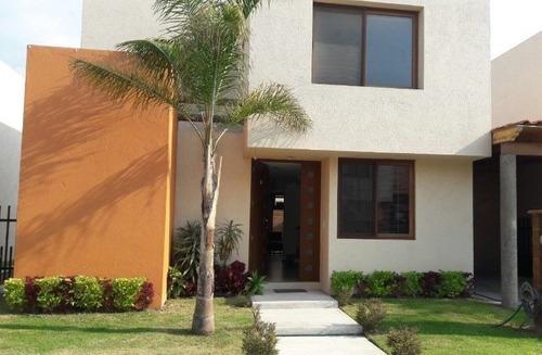 venta de preciosa casa en puerta real, alberca, palapa, 3 recámaras, jardín..