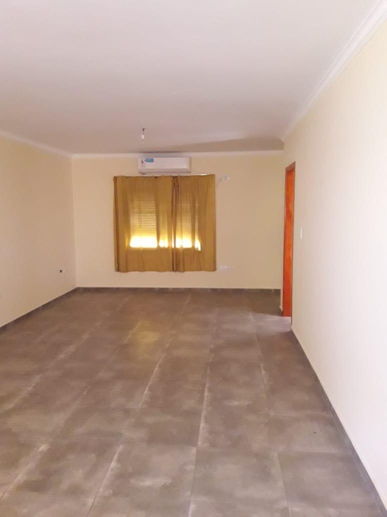 venta de propiedad con 4 departamentos y salón con cocheras