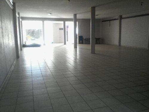 venta de salon de eventos y fiestas con 7 oficinas en p.a. en universo 2000