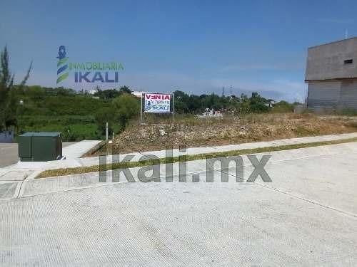 venta de terreno 357 m² en lo mas alto de la nueva sección jardines tuxpan veracruz, se encuentra ubicado en la calle atún en la zona mas alta de la colonia, ya que el terreno esta en un cerro con un