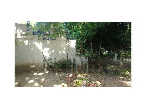 venta de terreno colonia anahuac tuxpan veracruz. se encuentra ubicado en la calle crispin bautista no. 17 de la colonia anahuac en tuxpan veracruz, este terreno cuenta con 560 m² en una ladera de un