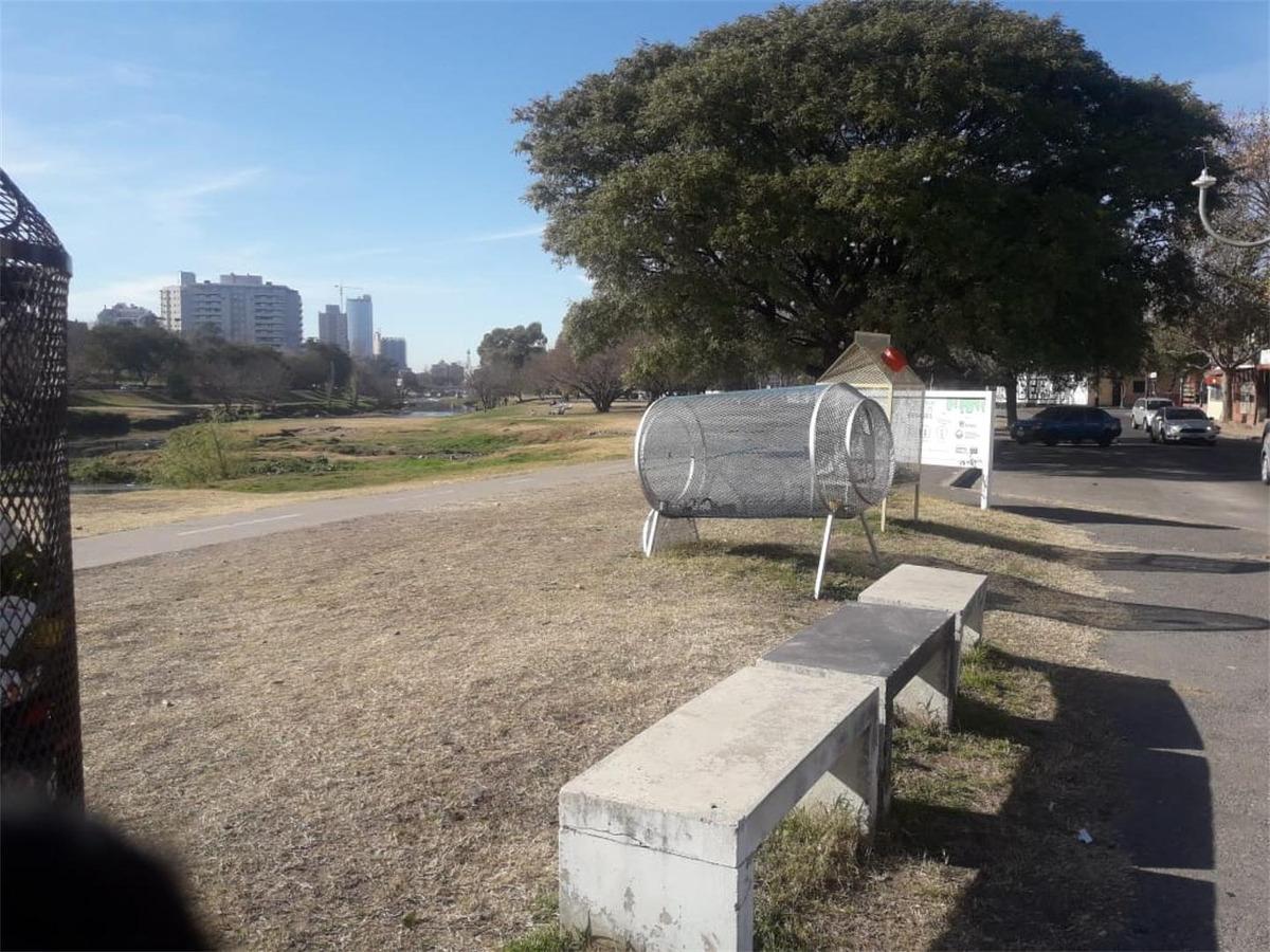 venta de terreno con casa a reciclar casi centro de córdoba