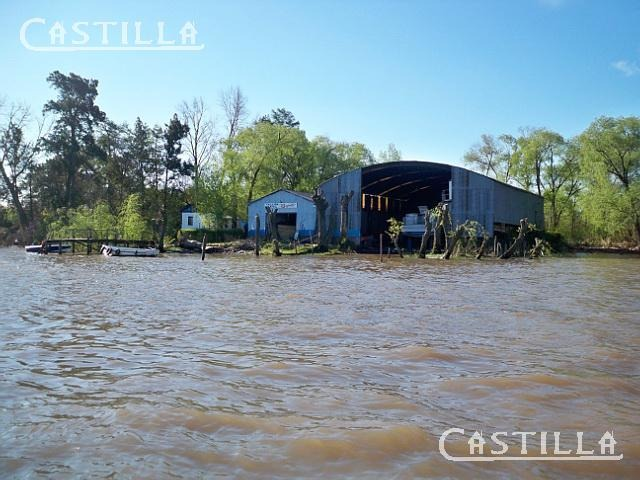venta de terreno con galpón astillero sobre río luján