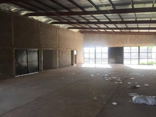 venta de terreno con salón de eventos en obra negra a la salida a cuauhtemoc