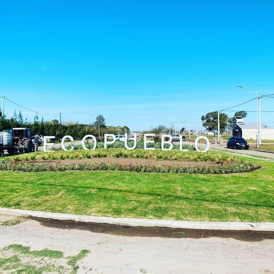 venta de terreno en ecopueblo alvear. lote de 268  m2. entrega inmediata. todos los servicios. sobre avenida con habilitacion comercial .