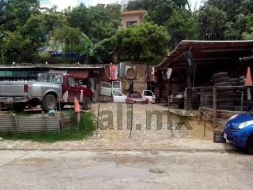 venta de terreno en la colonia anahuac, el terreno tiene una superficie de 294 m², de frente tiene 23 m² y de fondo 12.45 m², tiene dos bodegas de lamina galvanizada para el resguardo de herramientas
