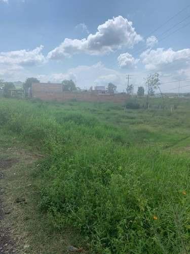 venta de terreno en periferico con uso comercial.