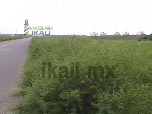 venta de terrenos tuxpan veracruz 15.3 has zona industrial. se vende terreno ubicado en la zona industrial frente apitux (administración portuaria integral de tuxpan) sobre el nuevo libramiento portu