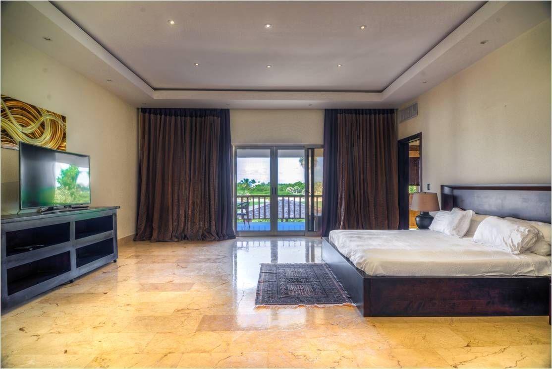 venta de villa con vista a campo de golf y mar en cap cana
