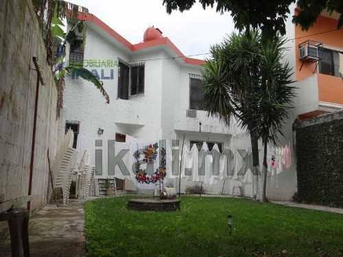 venta de viviendas en tuxpan veracruz amueblada 3 recamaras col. del valle. se encuentra ubicada en la calle abasolo #8 en la colonia del valle, casa de 2 pisos con hermosa fachada color blanco con t
