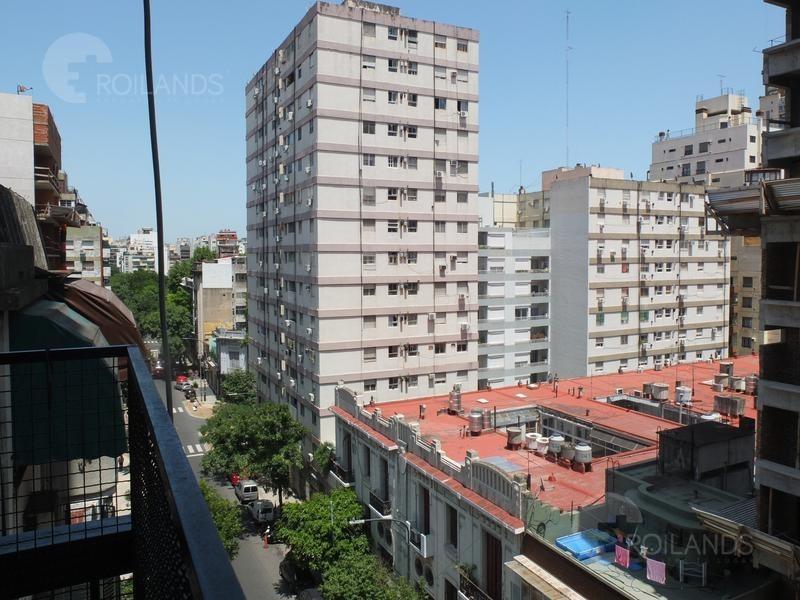 venta departamento 2 ambientes con balcón piso alto almagro