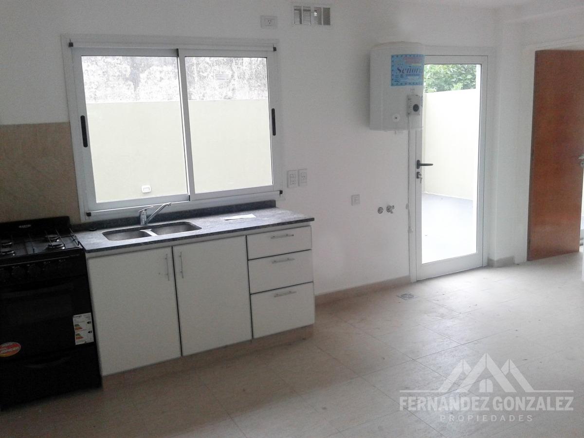 venta departamento 2 ambientes con patio y cochera. lomas