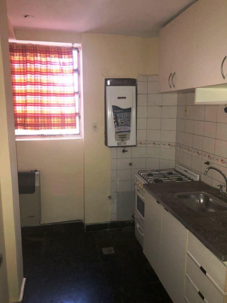 venta departamento 2 dormitorios,la plata plaza italia e/ 44