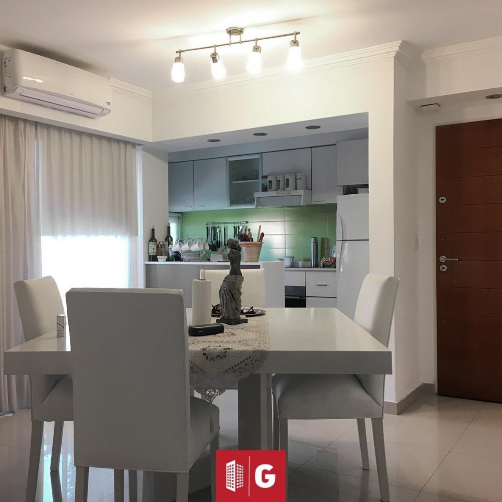 venta departamento 3 ambientes con 2 baños  castelar centro