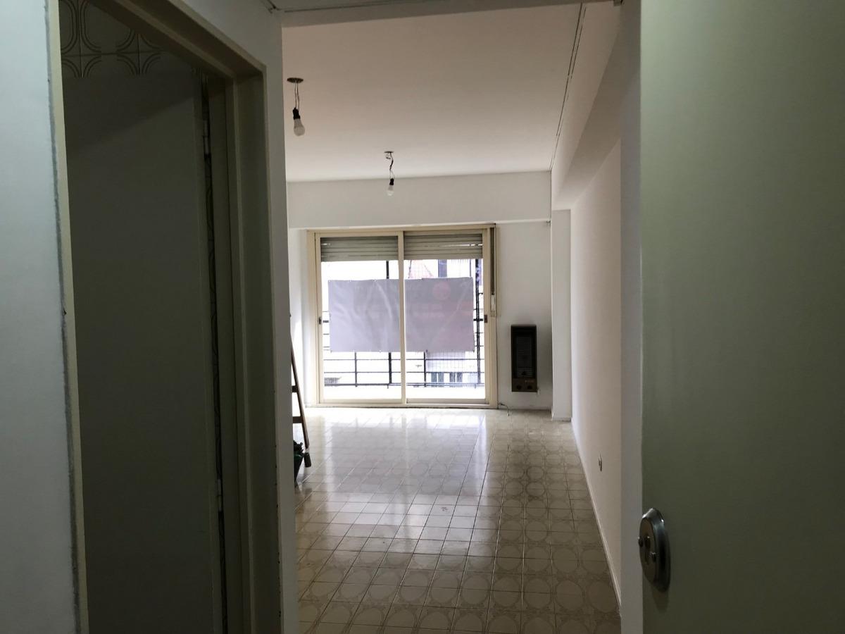 venta. departamento. 4 ambientes. balcon. con cochera