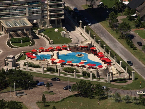 venta departamento de 4 ambientes con dependencia en playa mansa, punta del este