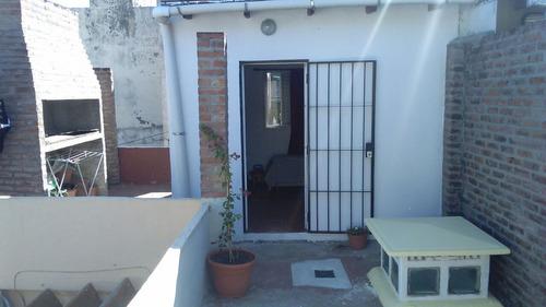 venta departamento de pasillo dos dormitorios y patio