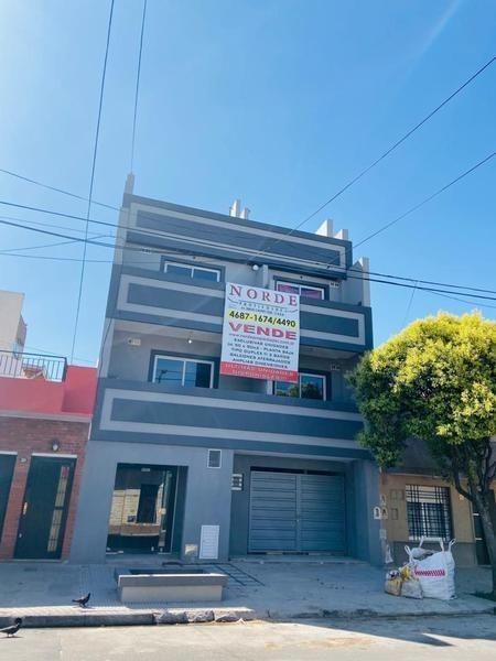 venta departamento dos ambientes en 2 plantas. con terraza y lavadero. (pozo) mataderos. barrio naon
