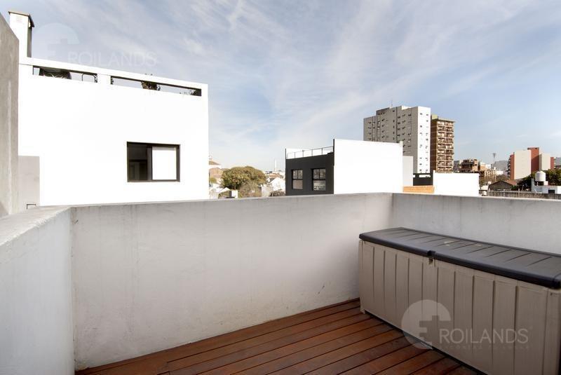 venta departamento duplex 3 ambientes con patio terraza propia y cochera coghlan